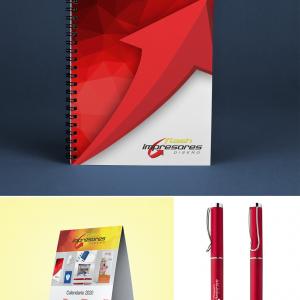 Cuaderno con esfero y calendario